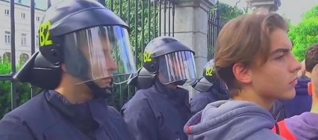 Brak wrogości między policją a demonstrantami