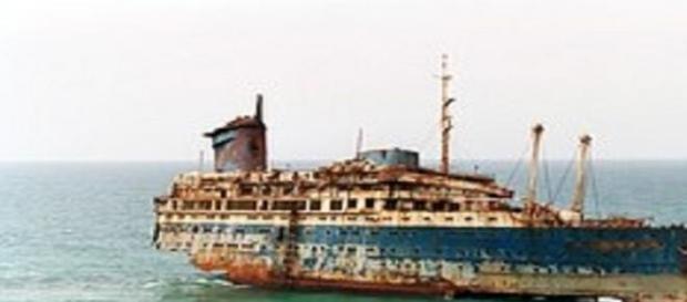 Epava românească se apropie de naufragiu