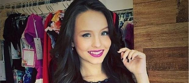 Larissa Manoela sofre acidente em gravação