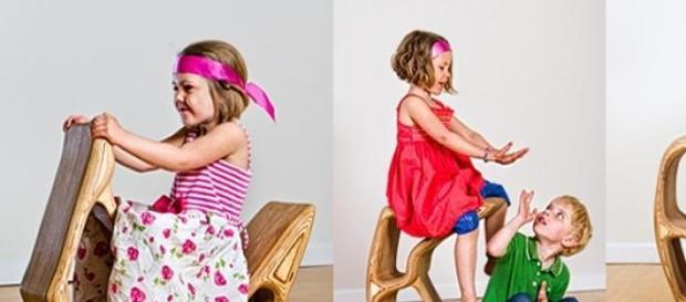 Niños jugando en casa de sus abuelos