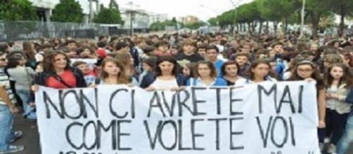 Corteo di protesta di studenti e insegnanti