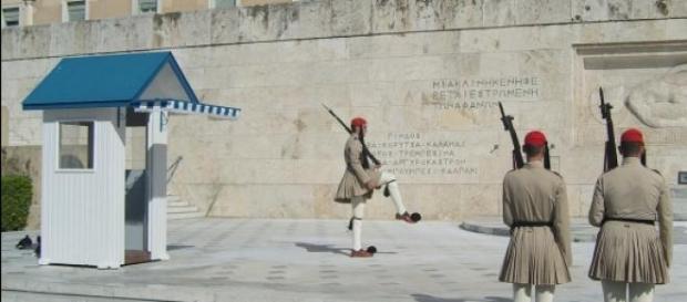 Grecia, lunedì di paura con banche e borse chiuse