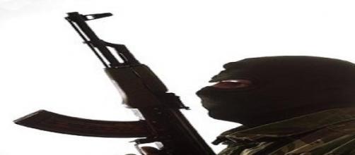Profilo di terrorista armato.