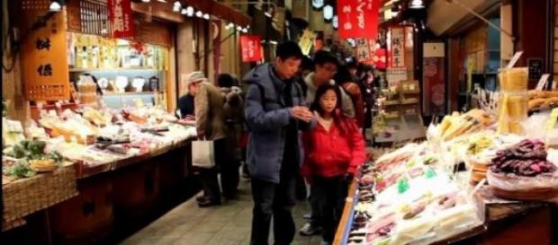 De compras en el mercado de Nishiki