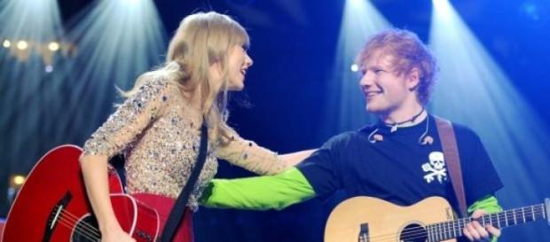 Os dois cantores são melhores amigos.