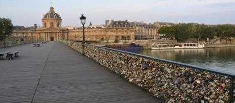 Pont des Arts na cidade de Paris