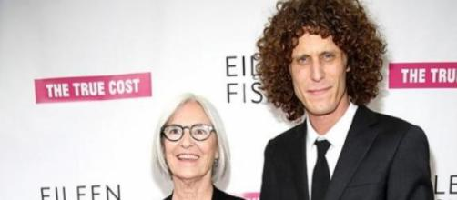 Eileen Fisher e Andrew Morgan na estreia do filme