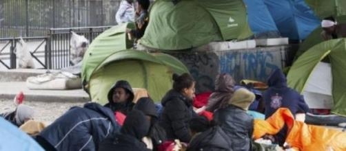 Le camp de migrants sur la rue de La Chappelle.
