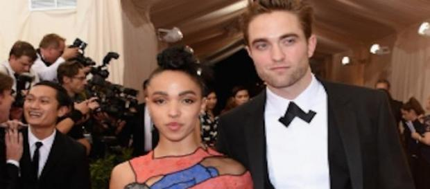 FKA Twigs et Robert Pattinson au Met Gala 2015.