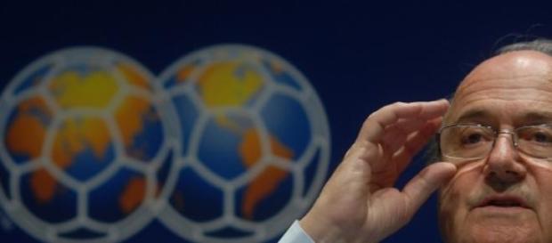 Joseph Blatter demite-se