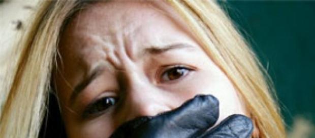 O copilă de 14 ani răpită de un proxenet