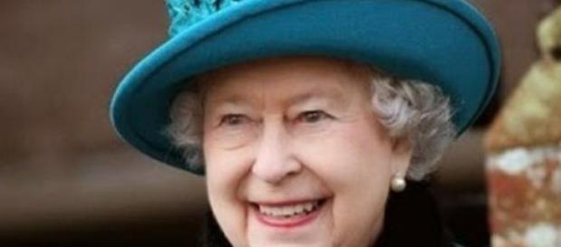 Regina Elisabeta a II-a a Marii Britanii a murit
