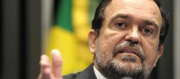 Senador Walter Pinheiro votou contra a medida