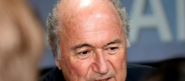 Sepp Blatter podał się do dymisji po 17 latach.