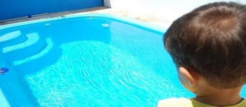 Criança morre de afogamento seco.