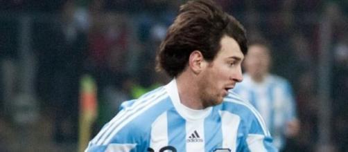 Lionel Messi controlando el balón