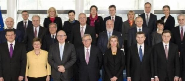 Comisia Europeană caută soluţii pentru greci