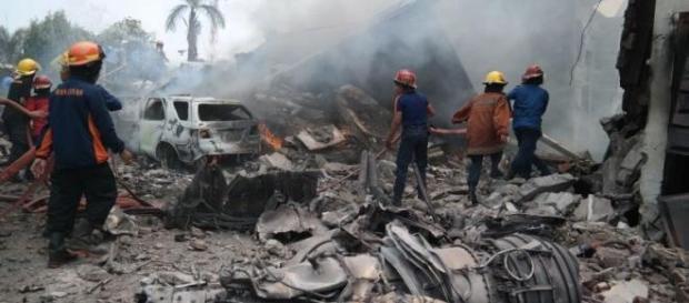Disastro aereo Medan: C-130 precipita sulla città