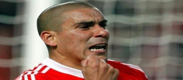 Maxi Pereira diz adeus ao Benfica.