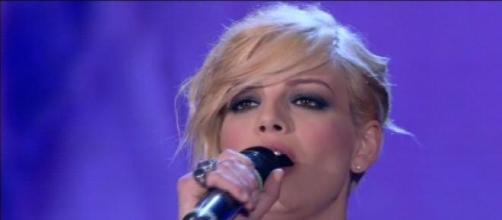 Emma canta ad Amici su Canale 5