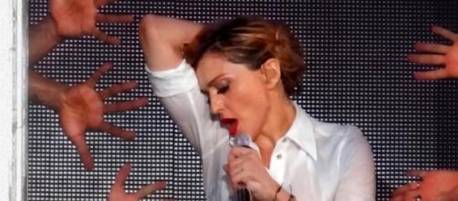 Madonna sempre in voga, arriva col terzo singolo