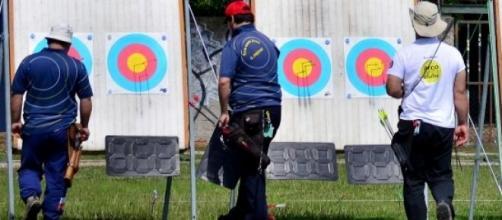 Prática de tiro com arco.