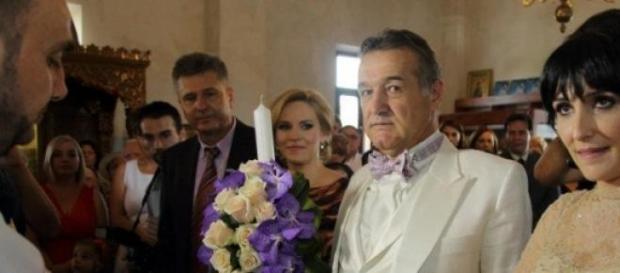 Cuplul Becali, din nou naşi de botez