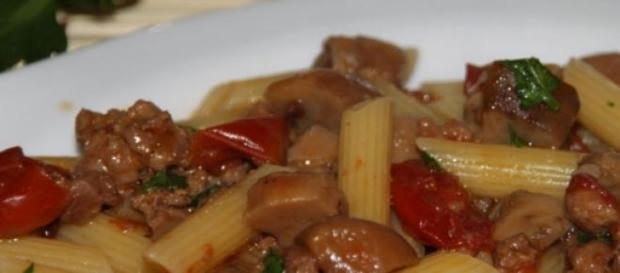 La ricetta della pasta con verdure e salsiccia
