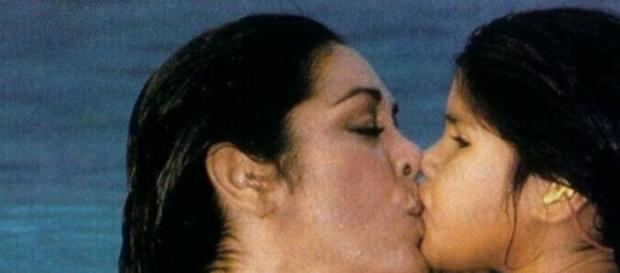 Madre e hija en imagen de archivo.