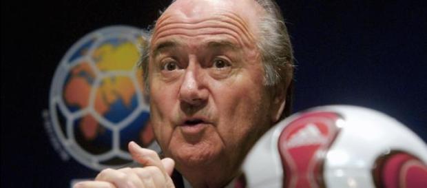 Sepp Blatter podał się do dymisji