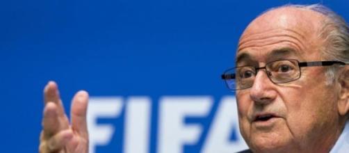 ¿Por qué la renuncia tardía de Blatter?