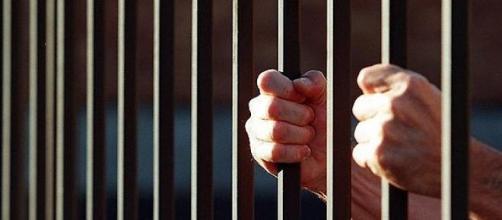 Pessoas são mantidas presas sem julgamento