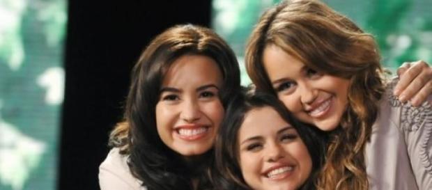 As três foram estrelas no Disney Channel.