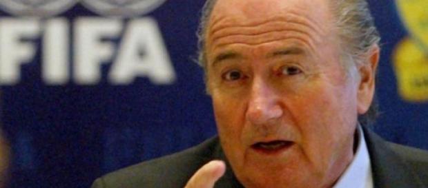 Blatter, renuncia y pólemica