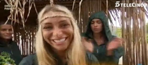 Elisa se fue como vino, con una sonrisa
