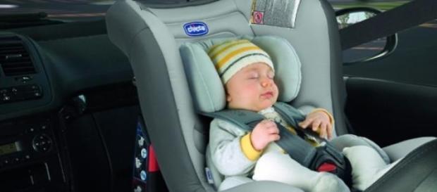 Și-a uitat fetița de 18 luni în mașină opt ore!