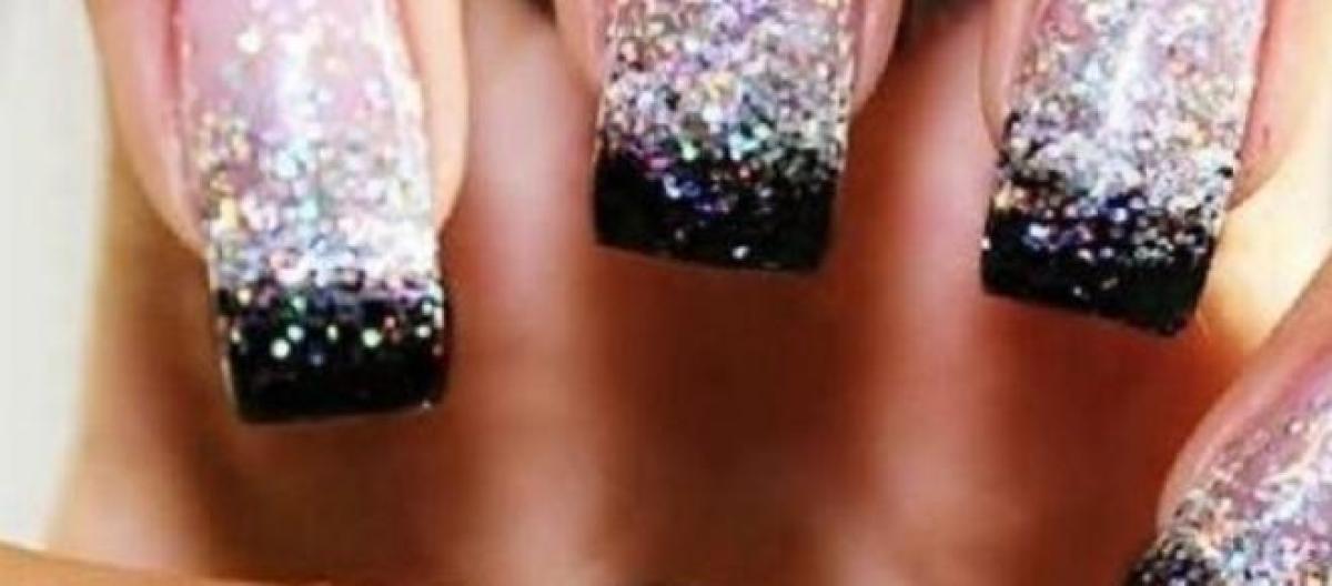 Proposte per nail art e smalto estate manicure elegante, glamour e  dettagli con foto