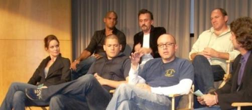El productor de la serie junto al resto del equipo