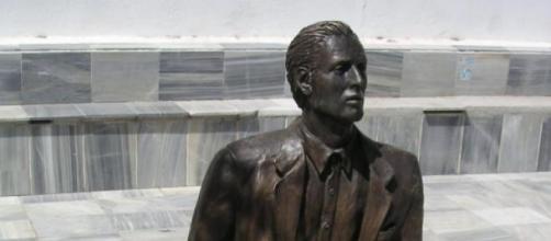 Estatua de Tocón dedicada al emigrante