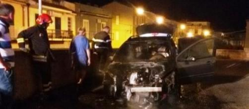 L'auto di un pensionato incendiata a Noto