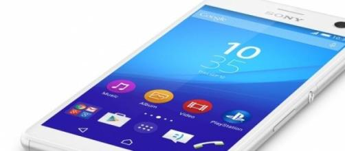 Sony Xperia C4 con flash led frontale