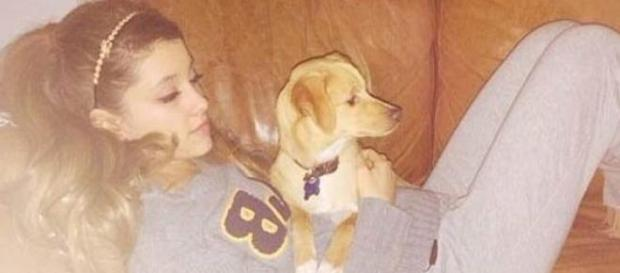 Ariana: casi arrestada por defender a sus perritos