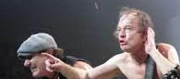 Brian Johnson et Angus Young mettent le feu !