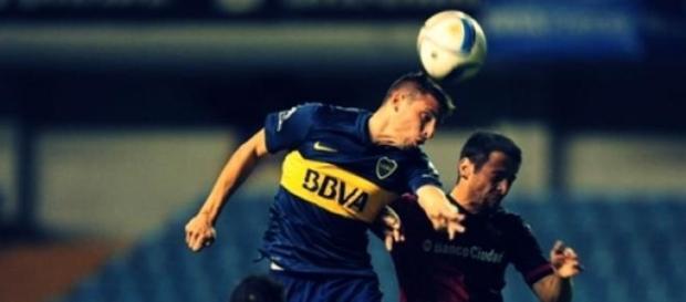Jonathan Calleri impacta para concretar el gol