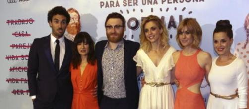 Elenco 'Requisitos para ser una persona normal'