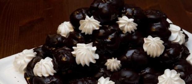 Profiterole al cioccolato e panna