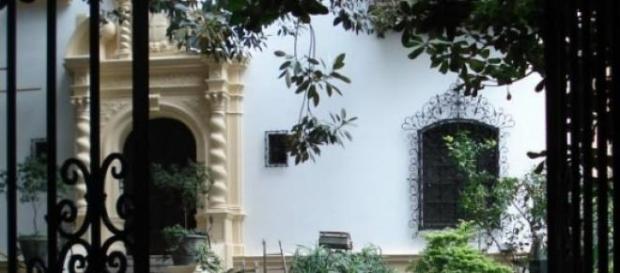 Puerta de entrada del Palacio Noel