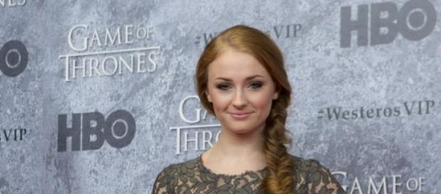 Sophie Turner bald in Outlander?