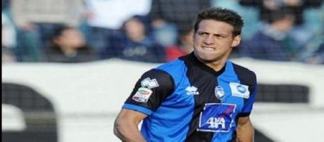 Germán Denis con la camiseta de Atalanta.