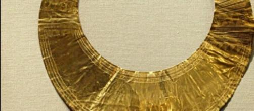 Artefacto prehistórico de oro hecho en Irlanda